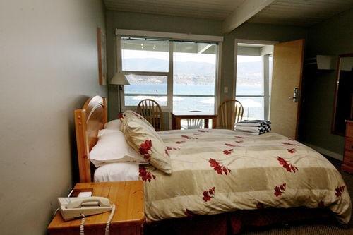 Kelowna Lakeshore Inn - фото 0