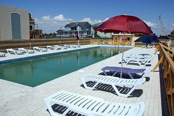 Отель «Золотая рыбка», Прибрежное