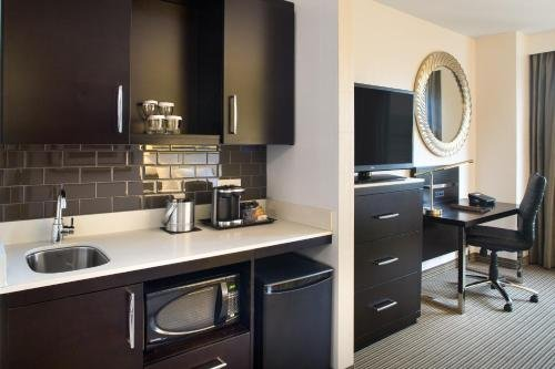 The Hollis Halifax - a DoubleTree Suites by Hilton - фото 14
