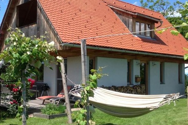 Гостиница «PURESLeben Winzerhaus Tunauberg», Adelsdorf