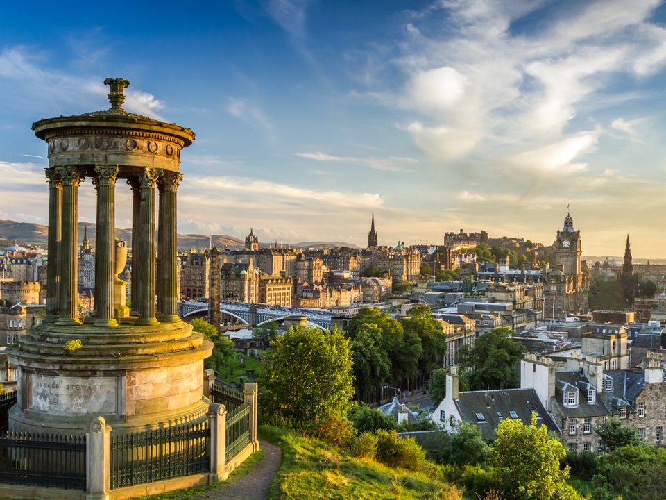 Lennot Edinburghiin edullisemmin netistä.