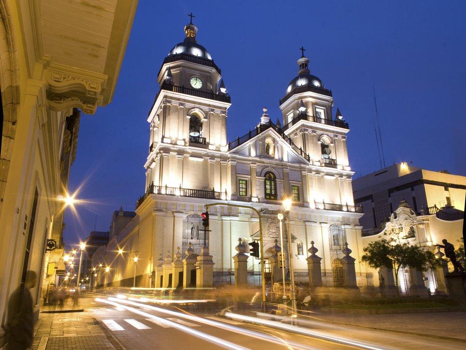 Дешевые авиабилеты Барселона Перу