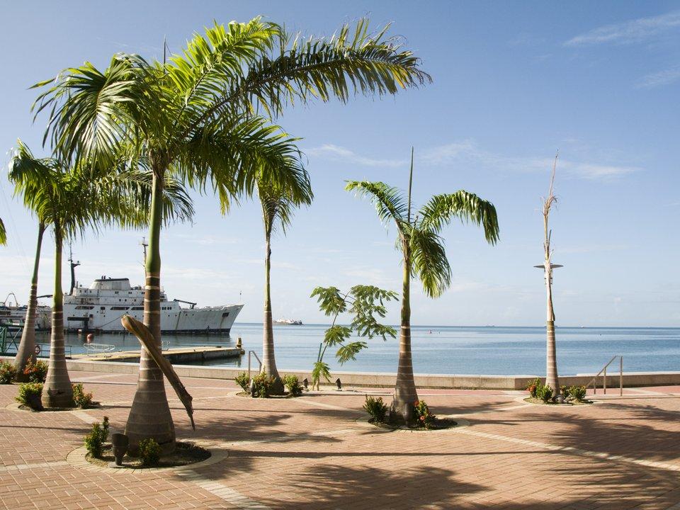 Lennot Port of Spainiin edullisemmin netistä.