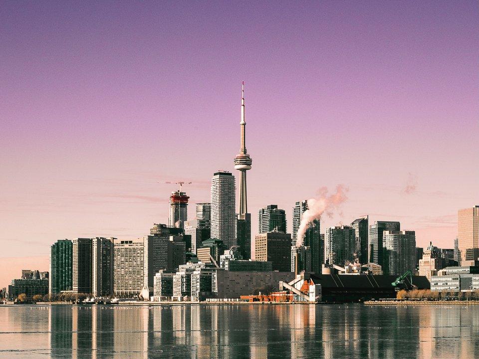 Lennot Torontoon edullisemmin netistä.